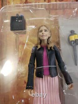 Diamond Select Toys Buffy The Vampire Slayer Buffybot & Dark Witch Willow Figure