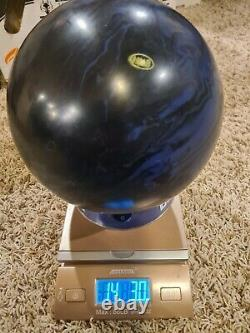 Hammer Dark Legend Solid 1st Quality Widow Bowling Ball 14 Pounds 2 Pin