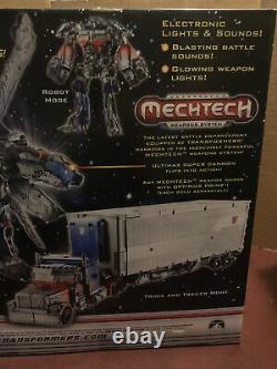Hasbro Transformers Dark of the Moon Mechtech Ultimate Optimus Prime Action