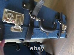 New STEAMLINE dark blue quality linen exterior carry on & check I n luggage set