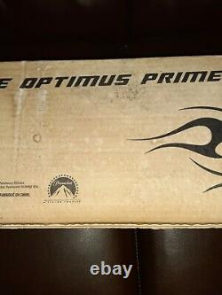 Transformers SDCC 2011 Exclusive DOTM DARK OF THE MOON Ultimate Optimus Prime