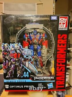 Transformers Studio Series 44 Leader Class Dark of The Moon Optimus Prime seepic
