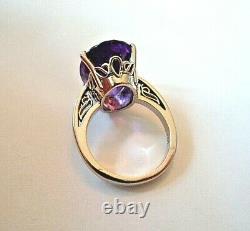 14 K White Gold Ring Sz 6 1/2 Avec 10.25 C. Dark Gem Quality Amethyst