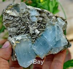 2410 Ct Fantastique De Haute Qualité Bleu Foncé Double Aquamarine Cristal Avec Moscovite