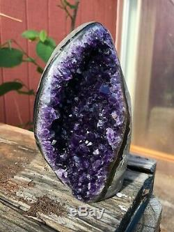 Dark Crystal Amethyste Cluster Geode Cathédrale De Haute Qualité. Poids 2.12 Lbs