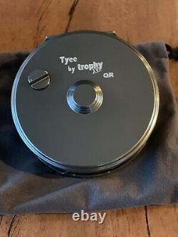 Trophy XL Tyee Ql Mouching Reel. Finition Gris Foncé. Qualité Supérieure Au Canada